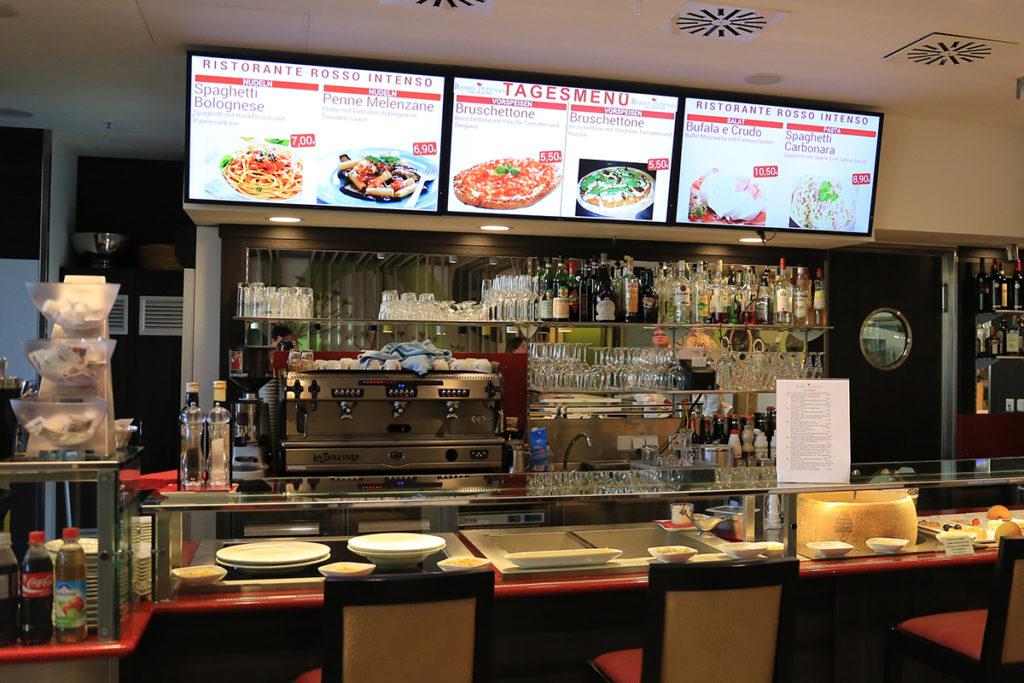 Digitale-Signage-2-Gastronomie-Menueboard-Fast-Food-Displayloesungen-WeDoDs.com