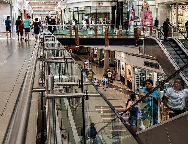 Audioloesung-Hintergrundbeschallung-lautsprecher-shopping-mall-509536