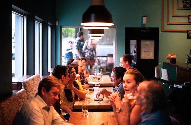 gross-restaurant-cafe-beschallung-lounge-lautsprecher-zonen-bar-audio-musik-690975_640